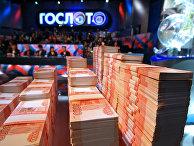 Государственная лотерея «Гослото» стала еще более азартной, чем еепрародительница «Спортлото»: пачки денег действуют нанервы зрителей