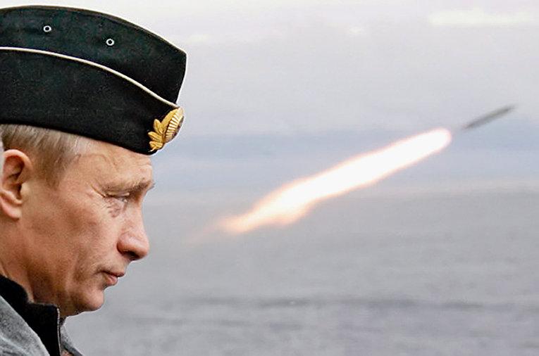 Запуск ракеты с крейсера «Петр Великий»
