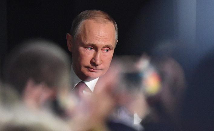 Президент РФ Владимир Путин перед началом ежегодной большой пресс-конференции