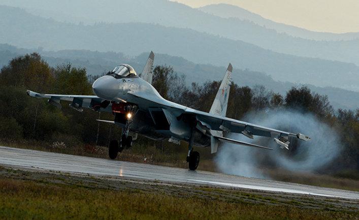 Истребитель Су-35С во время летно-тактических учений