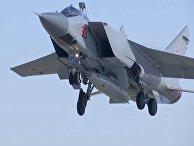 """МиГ-31 ВКС провел учебно-боевой пуск гиперзвуковой ракеты """"Кинжал"""""""