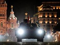 """Танк Т-14 """"Армата"""" на репетиции военного парада на Красной площади в Москве. 2017 год"""