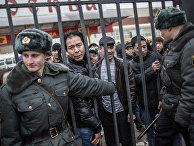 """Полиция проводит проверку миграционного законодательства в ТЦ """"Москва"""""""