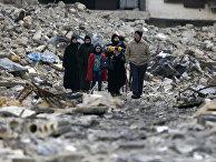 Жители восточного Алеппо в Сирии