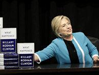 Хиллари Клинтон на презентации своей книги «Что случилось?» в книжном магазине в Нью-Йорке
