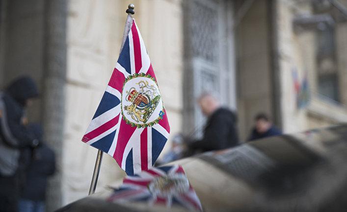 Флаг на автомобиле посла Великобритании в России Лори Бристоу