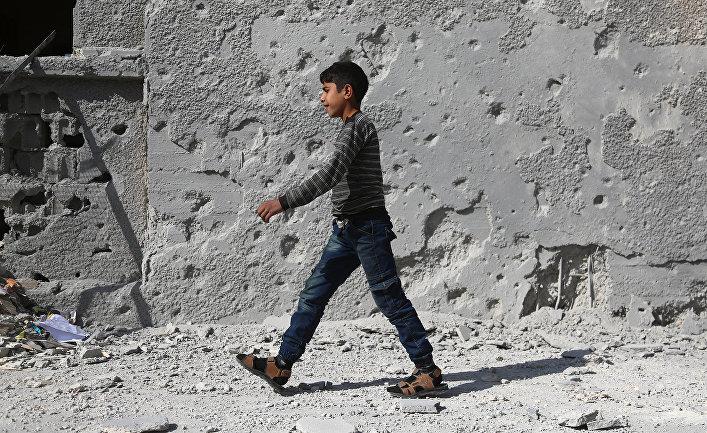Сирийский школьник в восточной части Гуты, Сирия
