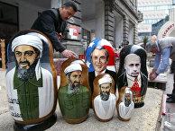 Сувениры в виде матрешек с изображениями Усамы Бен Ладена, Джорджа Буша и Владимира Путина в Баку