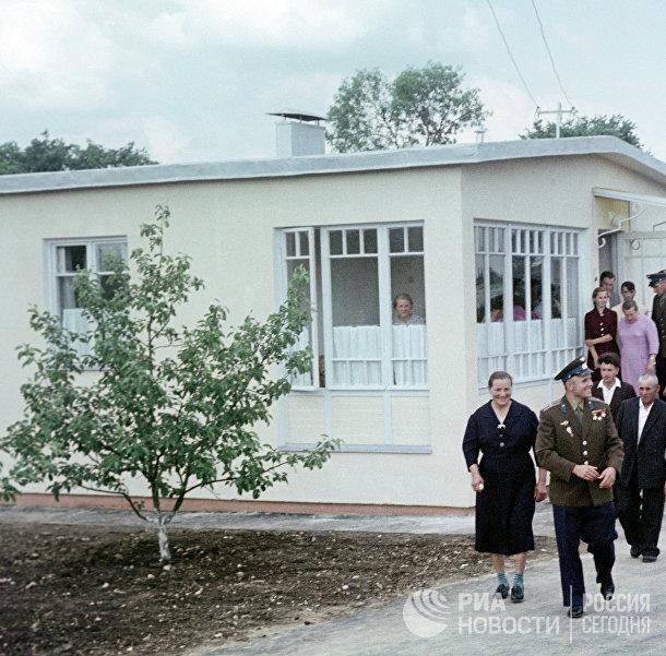 Юрий Гагарин на родине в Гжатске