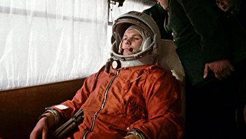 Космонавт Ю.Гагарин перед полетом
