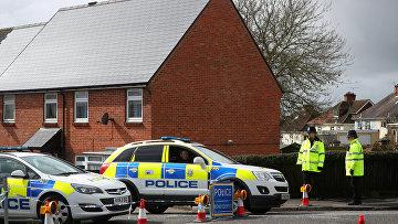 Полицейское оцепление у дома отравленного Сергея Скрипаля в Солсбери. 3 апреля 2018