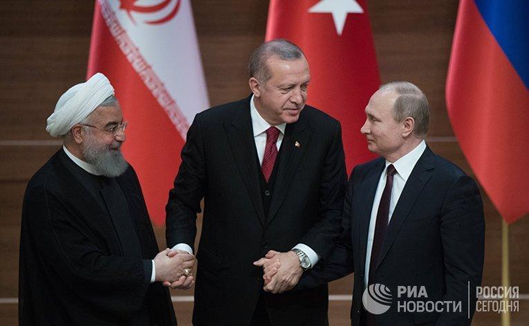 Хасан Рухани, Реджеп Тайип Эрдоган и Владимир Путин после совместной пресс-конференции по итогам встречи в Анкаре