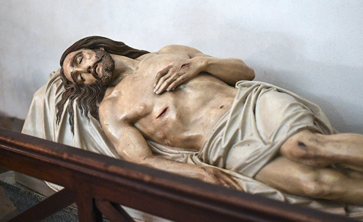 Статуя Христа в крипте базилики Нотр-Дам-де-ла-Гард в Марселе