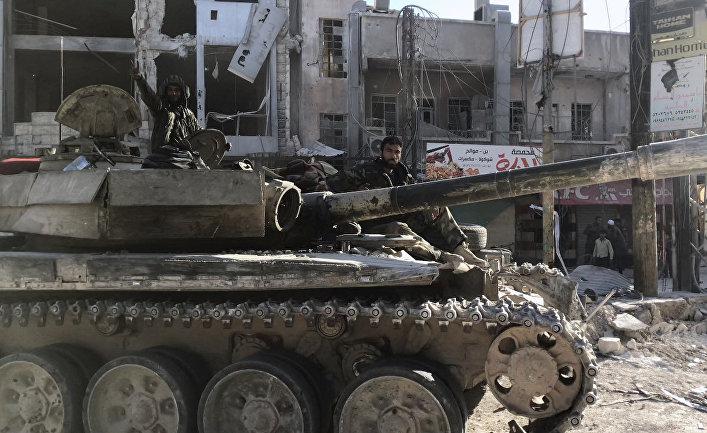 Бронетехника сирийской армии в освобожденном населенном пункте Кафр-Батна в восточной Гуте. 20 марта 2018