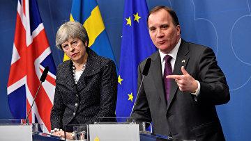 Премьер-министр Великобритании Тереза Мэй и премьер-министр Швеции Стефан Лёвен на пресс-конференции в Русенбаде, Стокгольм