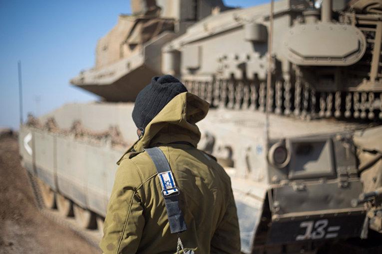 Израильский солдат на Голанских высотах в районе границы с Сирией