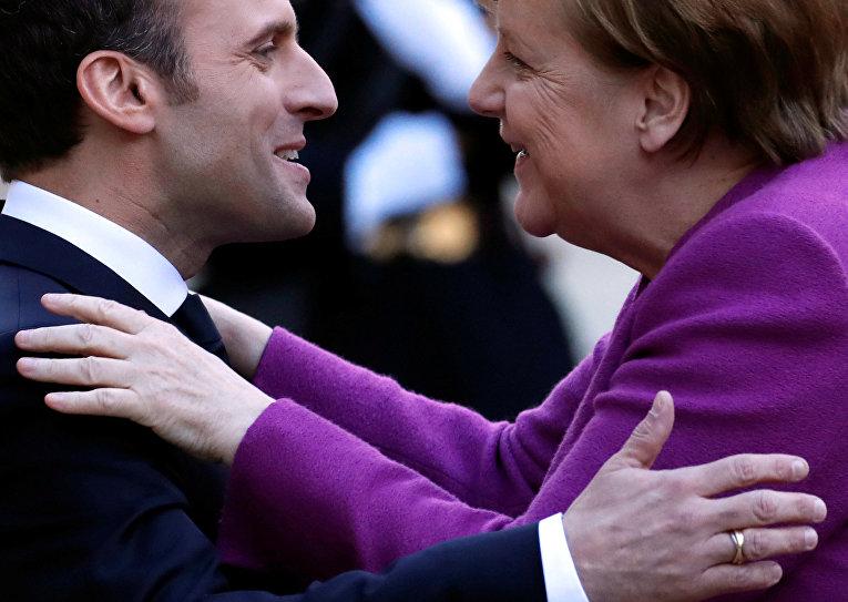Президент Франции Эммануэль Макрон и федеральный канцлер Германии Ангела Меркель