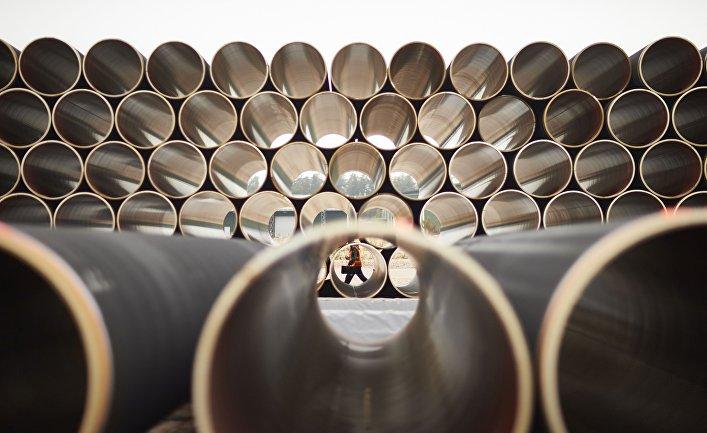 """Трубы для газопровода """"Северный поток ‑ 2"""" на заводе по обетонированию в Котке, Финляндия"""