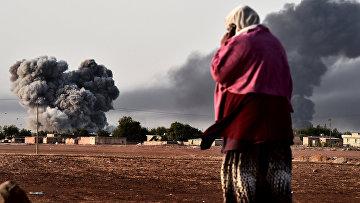 Дым после авиаудара сил коалиции в Сирии