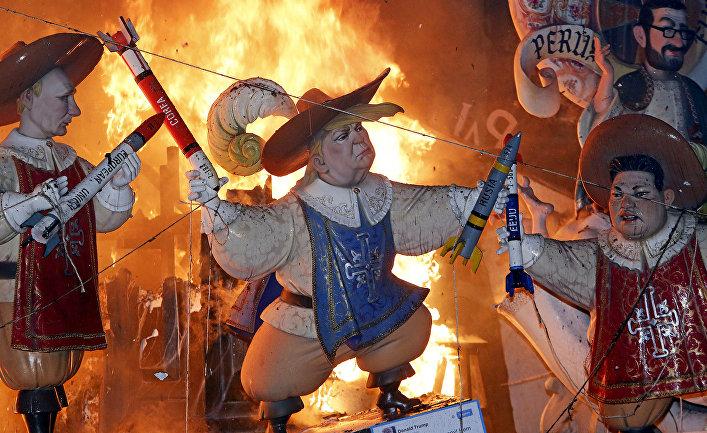 Монументы в виде Дональда Трампа, Владмиира Путина и Ким Чен Ына на фестивале в Валенсии