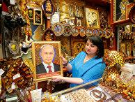 Портрет Президента России Владимира Путина в сувенирном магазине международного аэропорта Храброво