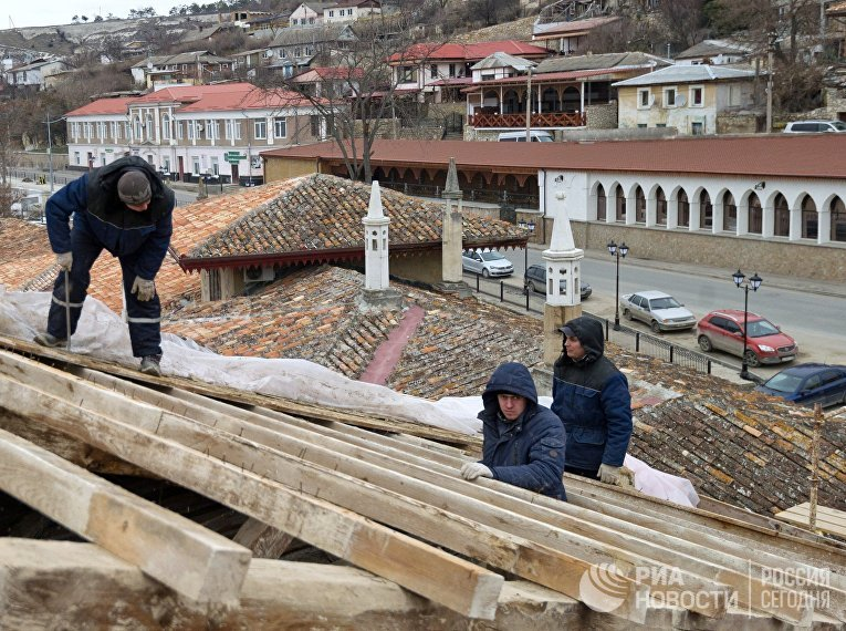 Реставрационные работы в рамках подготовки к 100-летию музейного комплекса Ханского дворца в Бахчисарае