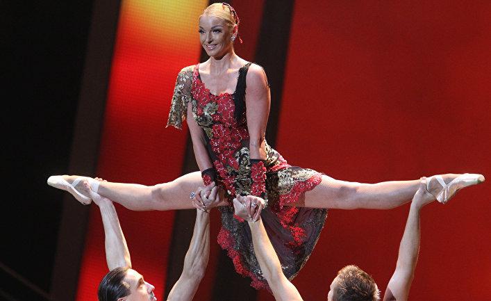 Балерина Анастасия Волочкова выступает на своем юбилейном концерте в Государственном Кремлевском дворце