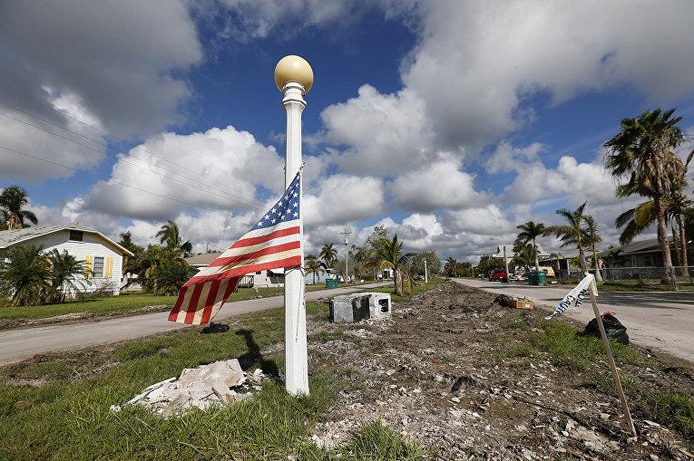 Последствия урогана Ирма в Эверглейдс-Сити, штат Флорида, США