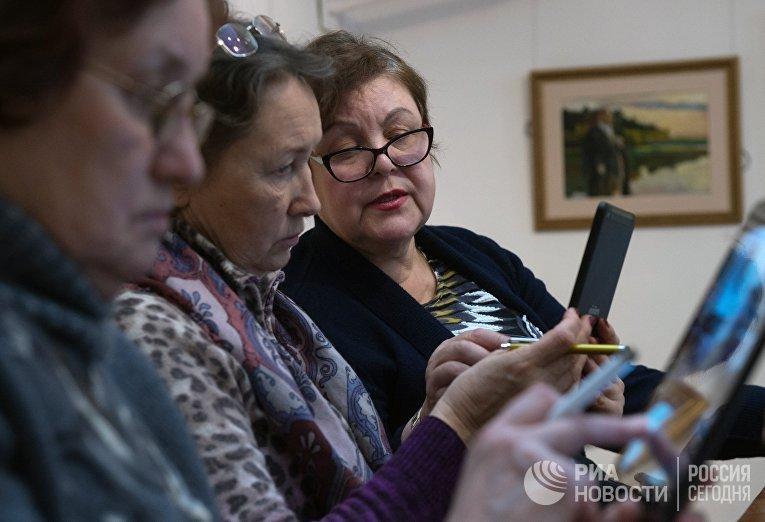 """Спецкурс """"Обучение планшетной грамоте"""" для пенсионеров"""