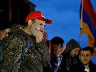 Лидер армянской оппозиции Никол Пашинян во время митинга в Гюмри