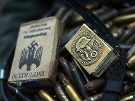 Пачка сигарет, спички и холостые патроны времен Великой Отечественной войны
