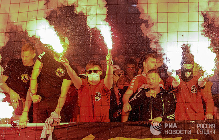 Болельщики в матче 5-го тура чемпионата России по футболу