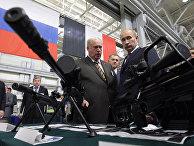 Владимир Путин осмотрел образцы стрелкового оружия ОАО «Ижмаш»