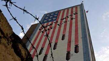 Граффити с антиамериканским лозунгом в Тегеране