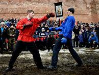 «Кулачные бои» устен Новгородского кремля вовремя празднования Масленицы вВеликом Новгороде