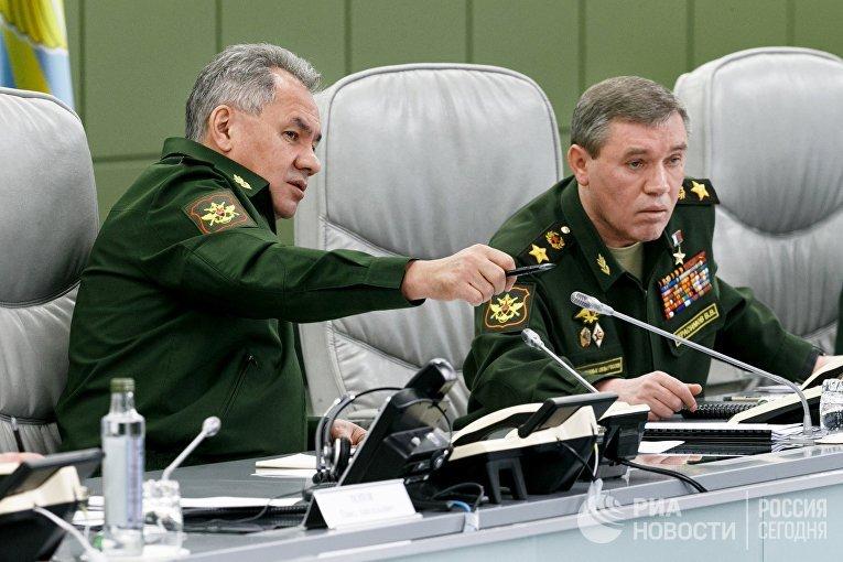 Министр обороны РФ Сергей Шойгу и первый заместитель министра обороны РФ Валерий Герасимов
