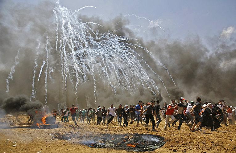 Столкновения палестинцев и израильских военных на границе сектора Газа с Израилем