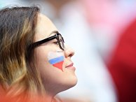 Российская болельщица во время матча по волейболу