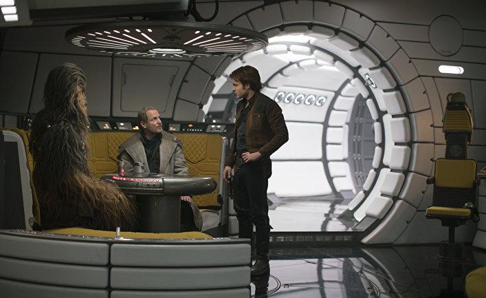 """Кадр из фильма """"Хан Соло: Звездные войны. Истории"""""""