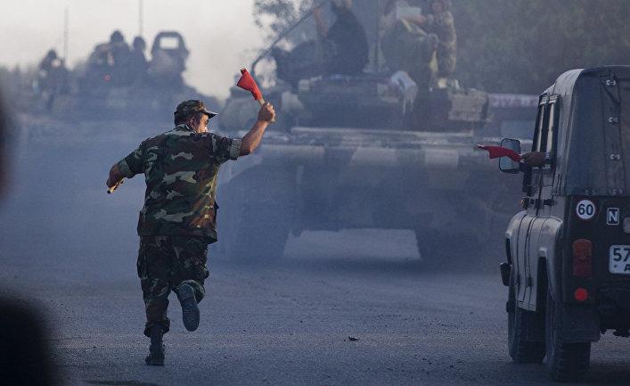 Колонна азербайджанской военной техники движется в направлении деревни Агдам