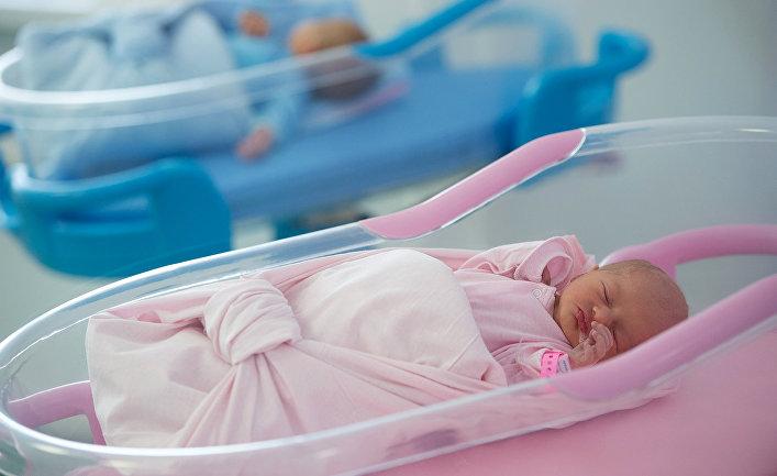 Младенцы в перинатальном центре.