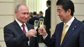 Президент РФ В. Путин и премьер-министр Японии С. Абэ на открытии Года Японии