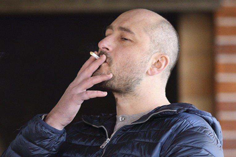 Российский журналист Аркадий Бабченко во время интервью в Киеве