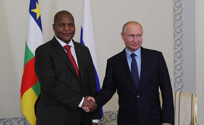 Президент РФ Владимир Путин и президент Центральноафриканской Республики Фостен Арканж Туадера во время встречи