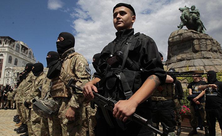 Волонтеры готовятся вступить в ряды батальона Азов
