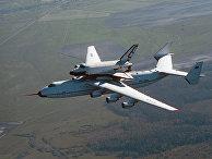 """АН-225 с """"Бураном"""" на внешней подвеске в полете"""