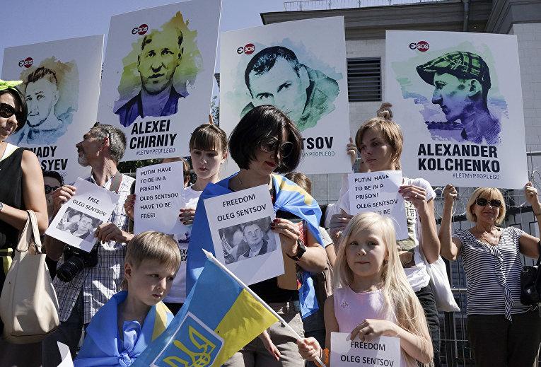 Акция протеста у посольства Российской Федерации в поддержку Олега Сенцова и других политзаключенных