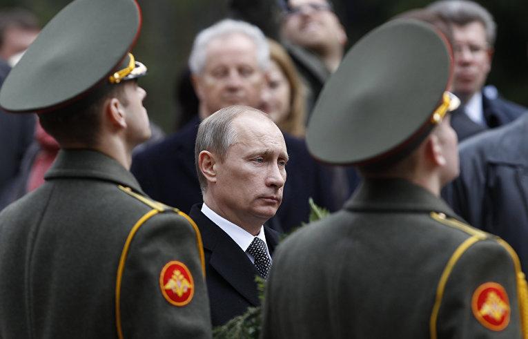 Глава правительства РФ Владимир Путин на памятной церемонии на центральной площадке мемориального комплекса «Катынь»