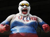 Болельщик сборной России празднует победу над Саудовской Аравией в центре Москвы