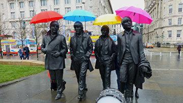 """Памятник """"ливерпульской четверке"""" у доков Ливерпуля"""